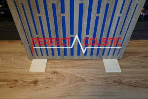 Foldable wooden legs are also available on request